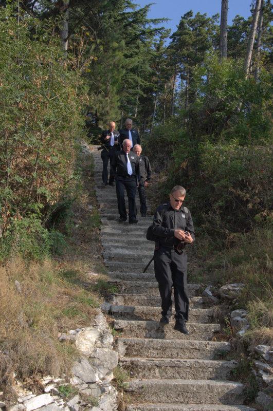 Det var mange trappetrinn for å komme ned til kirken,- skikkelig tungt opp igjen  for oss uten alt for god kondisjon-