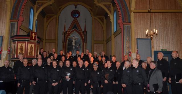 Quernes Mannsangerforening og Tarrakarrain 1.mai 2014 i Kvernes kirke